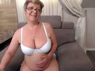 Veterana juega con su cuerpo por Webcam