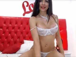 Morenaza desprende erotismo por Webcam