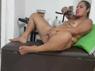 Madurita desea brillar en el porno por Web Cam